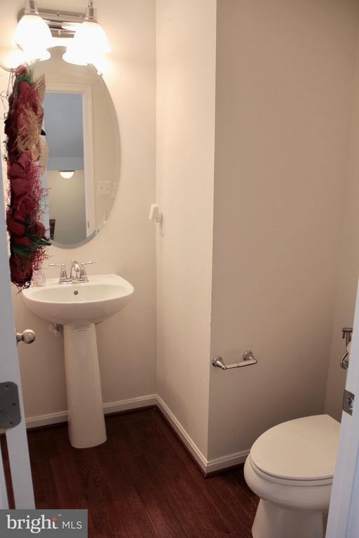 Half bath main level - 9039 BELO GATE DR, MANASSAS PARK