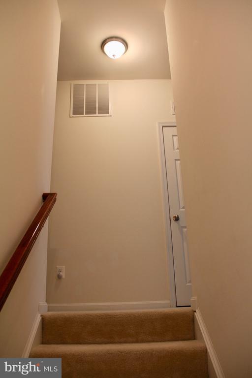 Staircase upper lever - 9039 BELO GATE DR, MANASSAS PARK