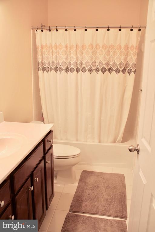 2nd Full Bathroom - 9039 BELO GATE DR, MANASSAS PARK