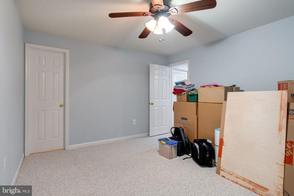 Extra room in basement with walk-in closet. - 15542 MILLER SCHOOL PL, MANASSAS
