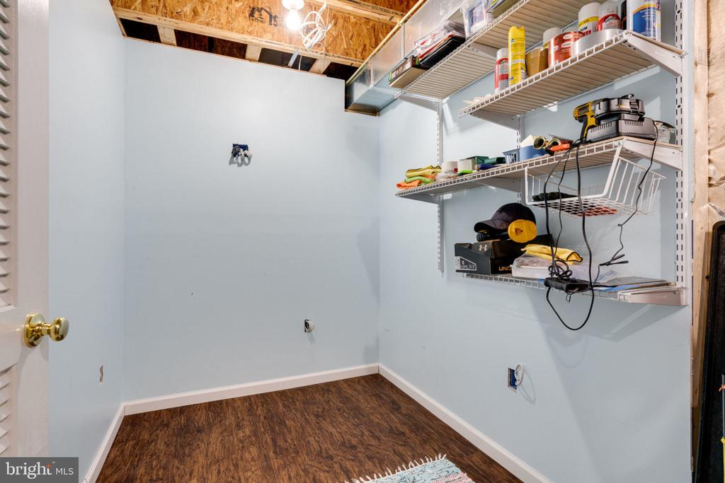 Extra space off utility room. - 15542 MILLER SCHOOL PL, MANASSAS