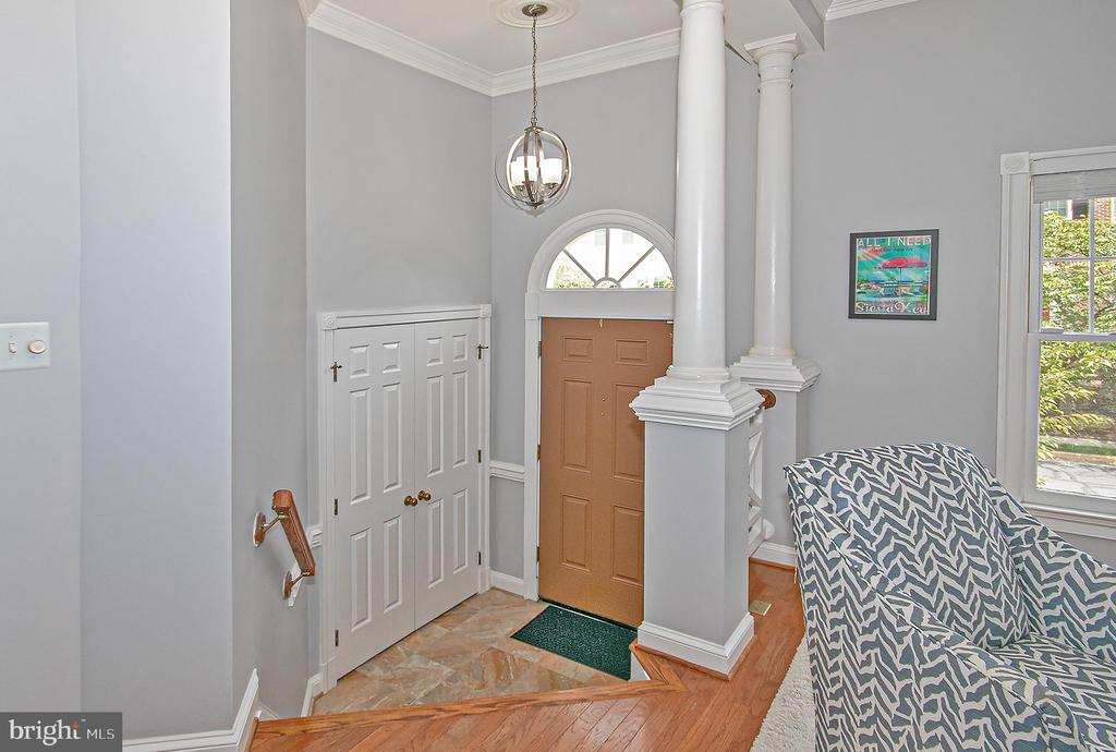 Entrance Foyer - 2185 WOLFTRAP CT, VIENNA