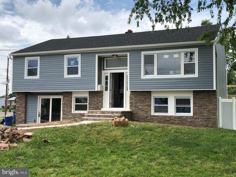 Single Family Homes para Venda às Edgewater Park, Nova Jersey 08010 Estados Unidos