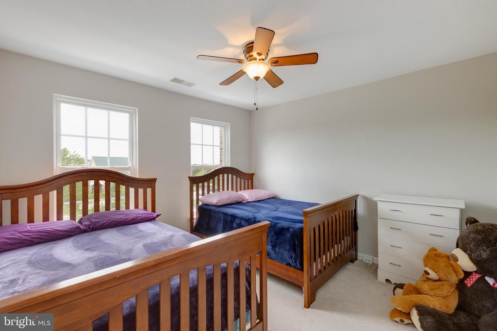 2nd Bedroom large enough for 2 full beds - 24612 NETTLE MILL SQ, ALDIE