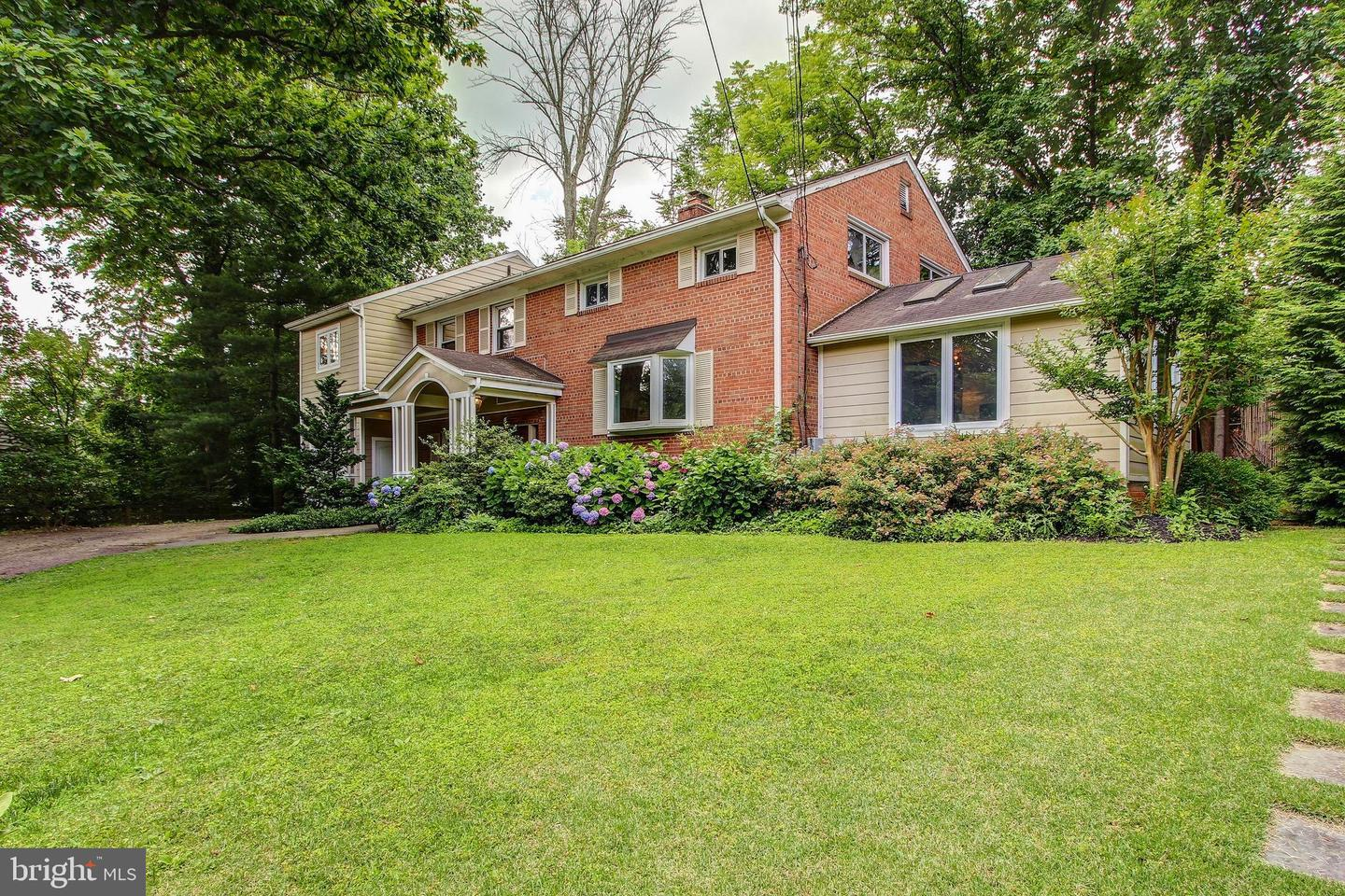 Single Family for Sale at 6404 Whittier Ct Bethesda, Maryland 20817 United States
