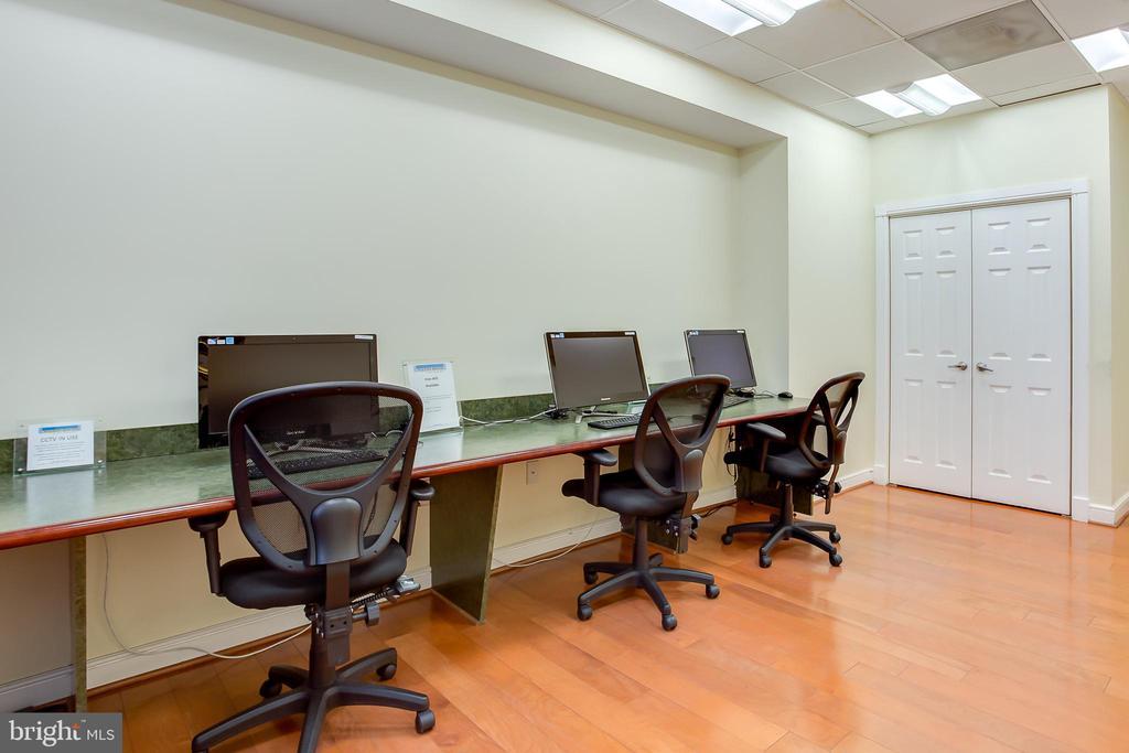 Wilton House: Business Center - 2726 GALLOWS RD #1213, VIENNA