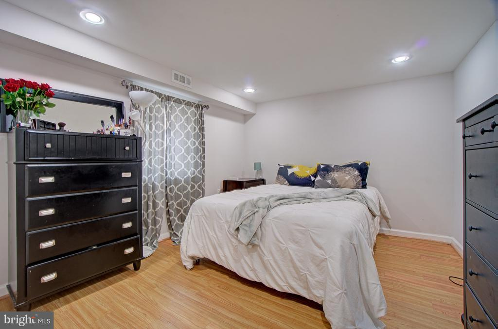 Legal bedroom on lower level - 4802 LONGFELLOW ST, RIVERDALE