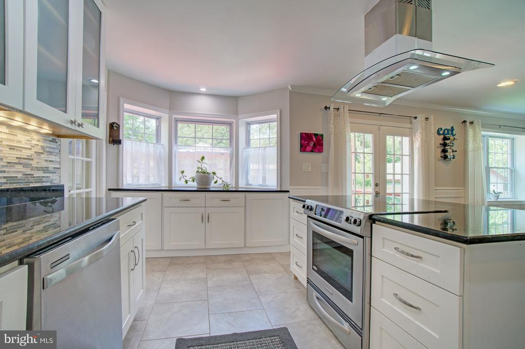 Kitchen with island and tons of storage - 4802 LONGFELLOW ST, RIVERDALE