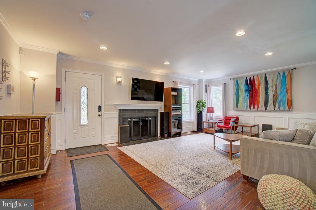 Main floor living area - 4802 LONGFELLOW ST, RIVERDALE