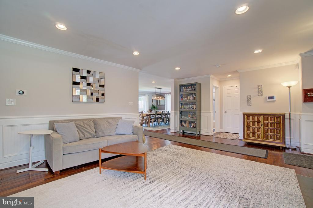 Main living area - 4802 LONGFELLOW ST, RIVERDALE