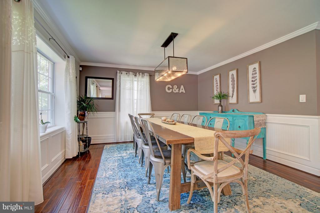 Large dining area open to kitchen - 4802 LONGFELLOW ST, RIVERDALE