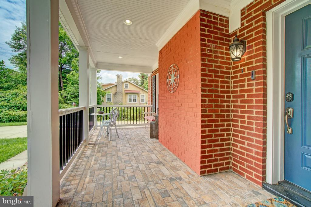 Spacious covered front porch - 4802 LONGFELLOW ST, RIVERDALE