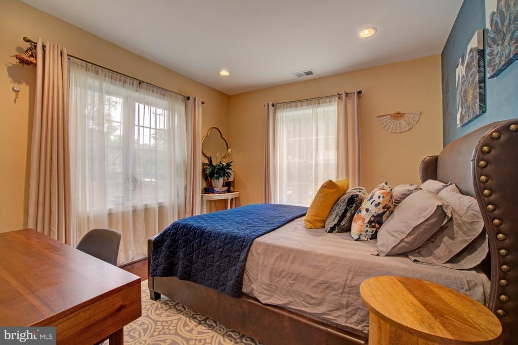 Main level bedroom - 4802 LONGFELLOW ST, RIVERDALE
