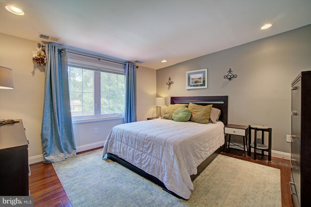 Spacious bedroom on Upper level - 4802 LONGFELLOW ST, RIVERDALE