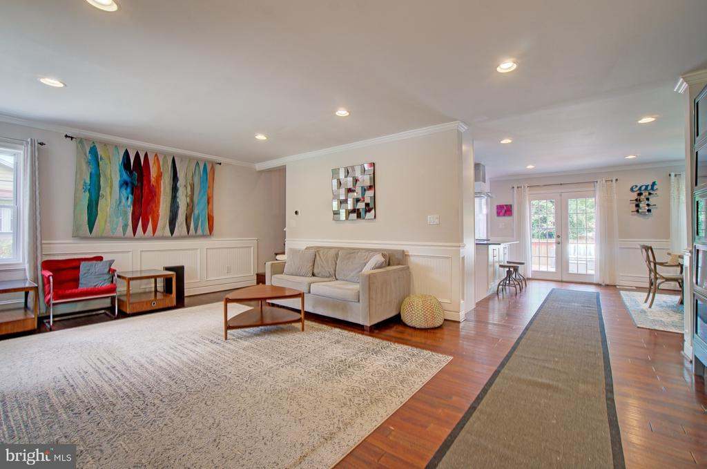 View of main living room from front door - 4802 LONGFELLOW ST, RIVERDALE