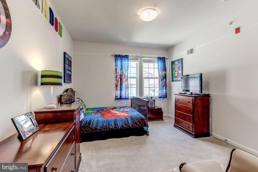Third bedroom with walk-in closet - 24604 BYRNE MEADOW SQ, ALDIE
