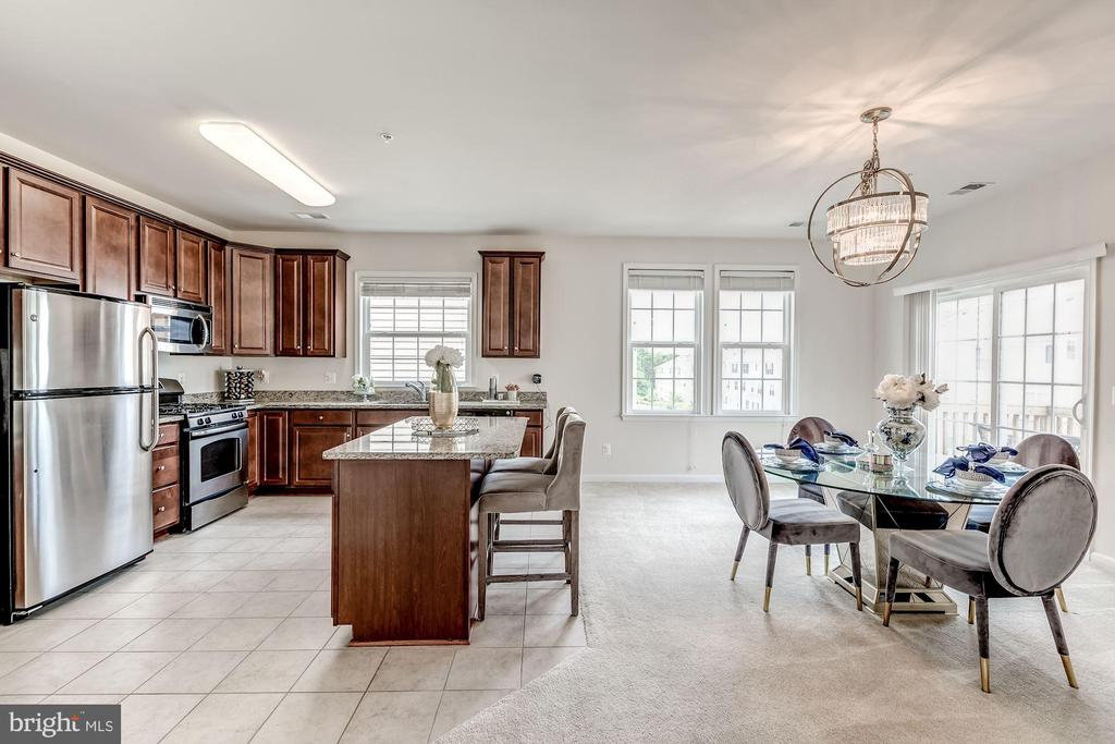 Kitchen with ceramic tile - 24604 BYRNE MEADOW SQ, ALDIE