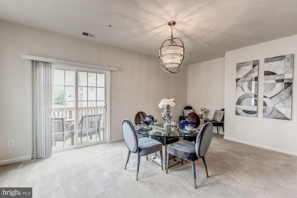 Family room/dining area opens to balcony - 24604 BYRNE MEADOW SQ, ALDIE