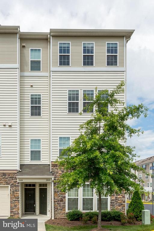 End unit condo/townhouse with garage - 24604 BYRNE MEADOW SQ, ALDIE