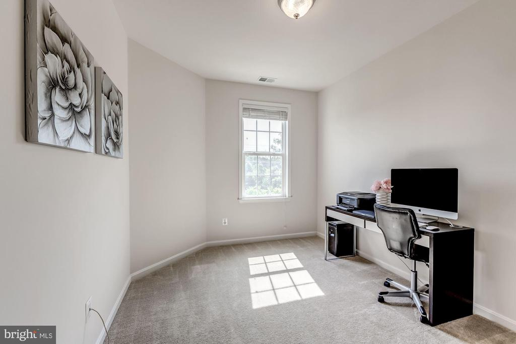 Separate den/office on main level - 24604 BYRNE MEADOW SQ, ALDIE