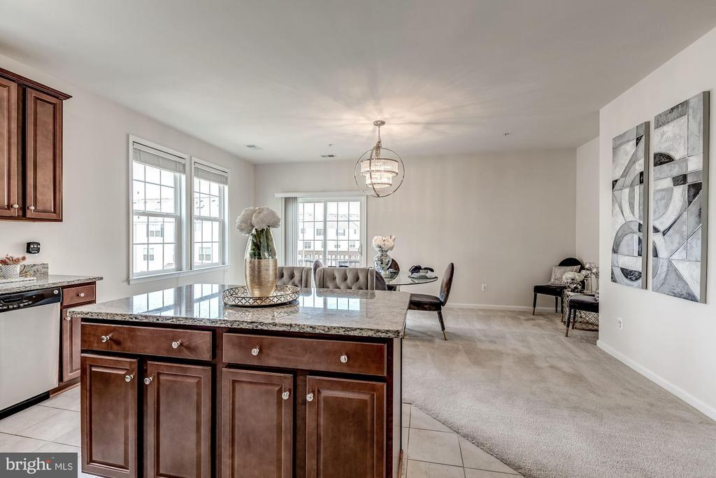 Large dining area/family room - 24604 BYRNE MEADOW SQ, ALDIE