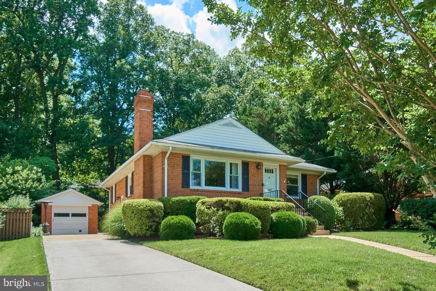 Single Family for Sale at 3029 Crane Dr Falls Church, Virginia 22042 United States