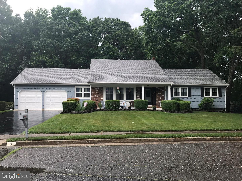 Single Family Homes pour l Vente à Morganville, New Jersey 07751 États-Unis
