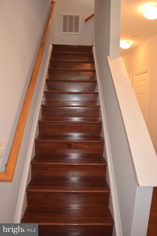 Hardwood Floor first 2 levels and stairways - 43809 LEES MILL SQ, LEESBURG