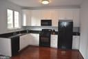 Upgraded open kitchen - 43809 LEES MILL SQ, LEESBURG