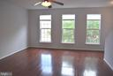 Bright, welcoming living/family room - 43809 LEES MILL SQ, LEESBURG