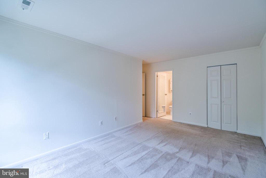 - 11208 CHESTNUT GROVE SQ #212, RESTON