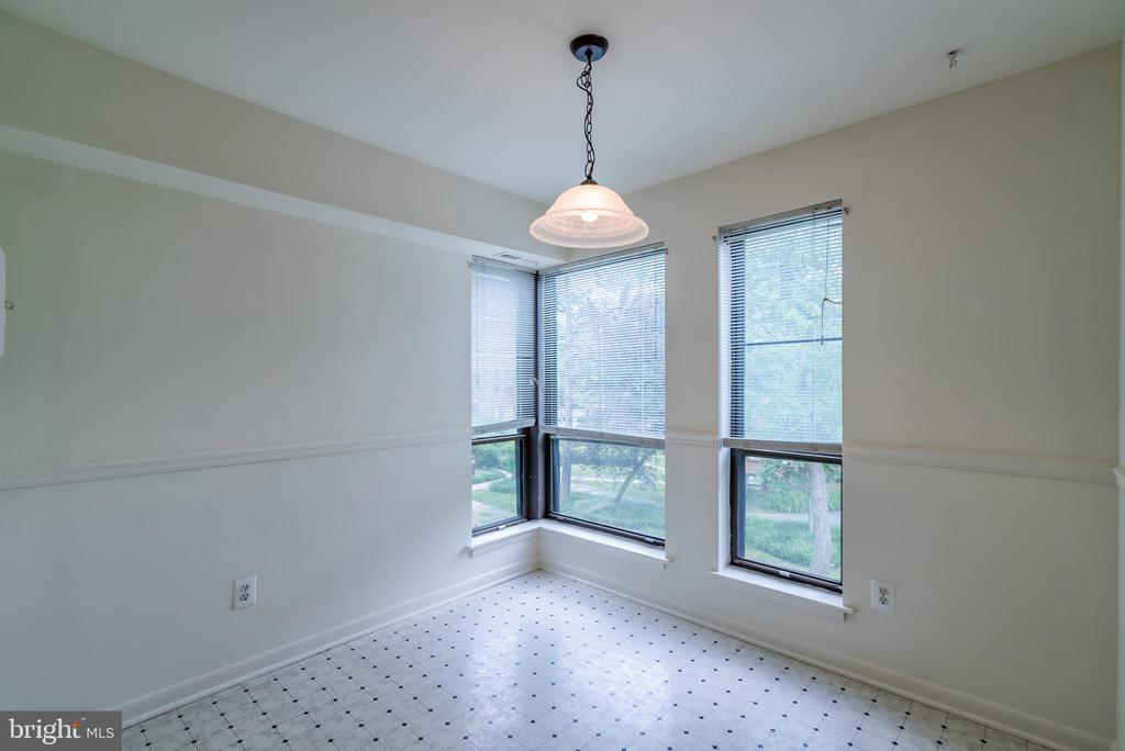 Breakfast Room Off Kitchen - 11208 CHESTNUT GROVE SQ #212, RESTON