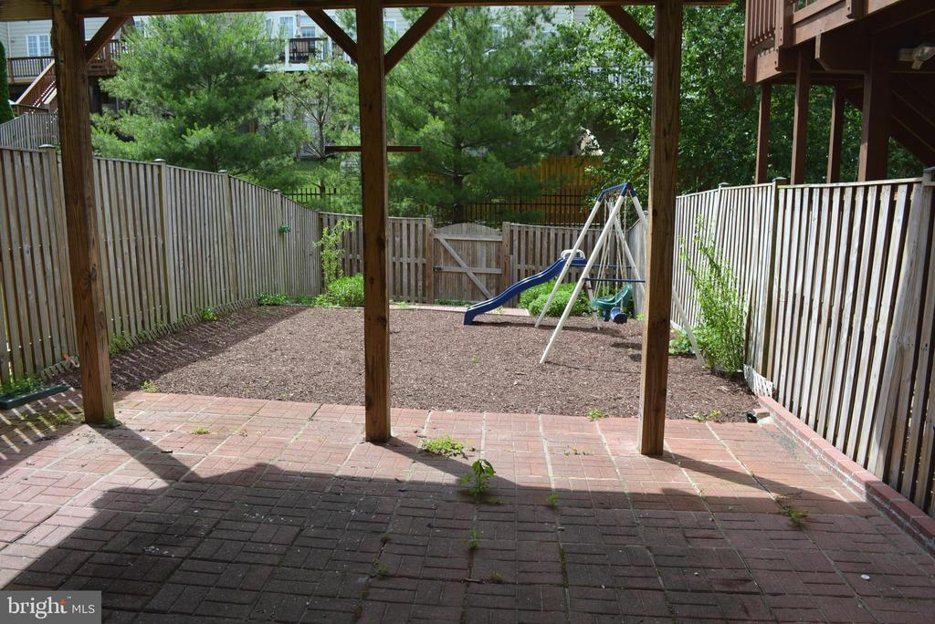 Well maintained and care free backyard - 43809 LEES MILL SQ, LEESBURG
