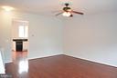 Living room with fan - 43809 LEES MILL SQ, LEESBURG