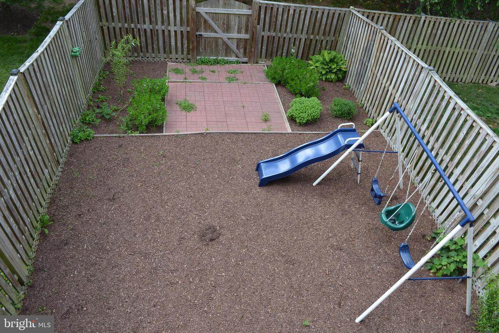 Great-sized backyard - 43809 LEES MILL SQ, LEESBURG