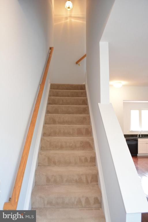 Stairs to top level - 43809 LEES MILL SQ, LEESBURG