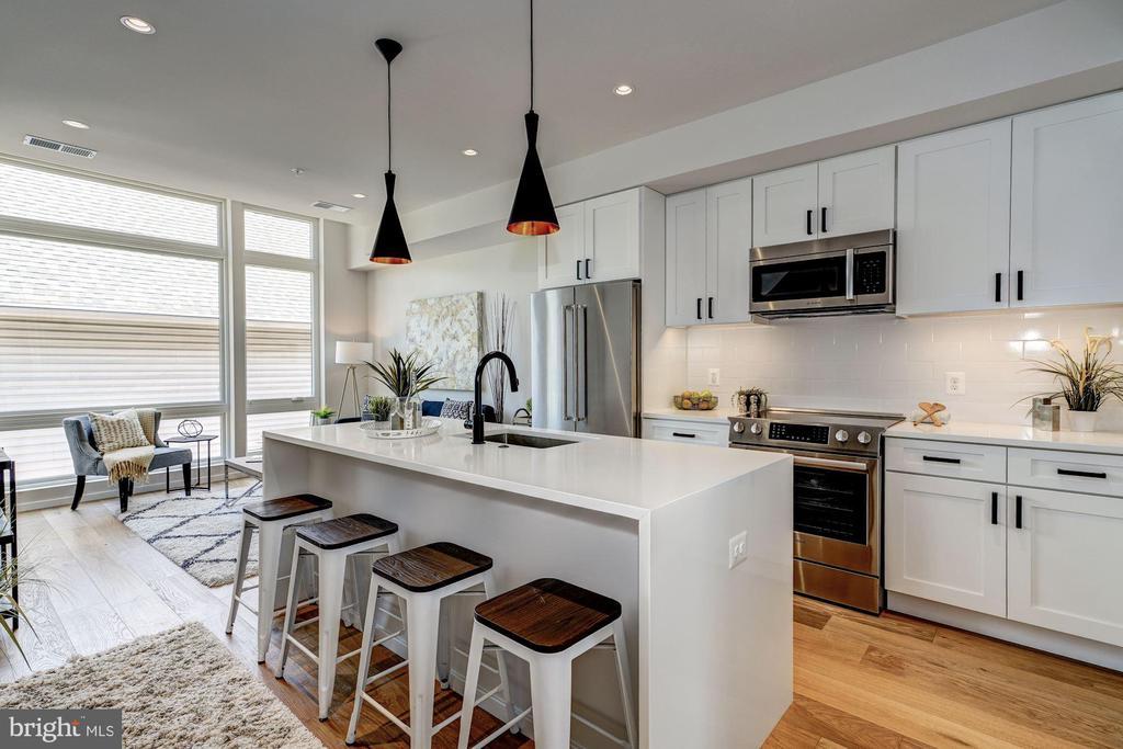 Large over-sized kitchen - 1201 KEARNY ST NE #202, WASHINGTON