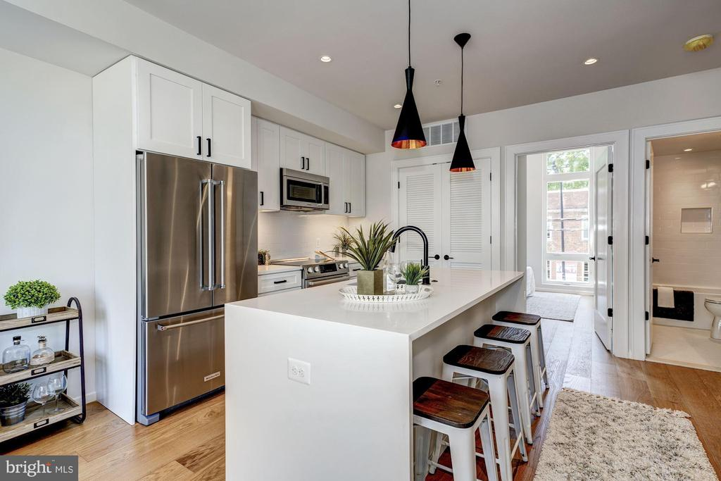Great for hanging out at the island - 1201 KEARNY ST NE #202, WASHINGTON