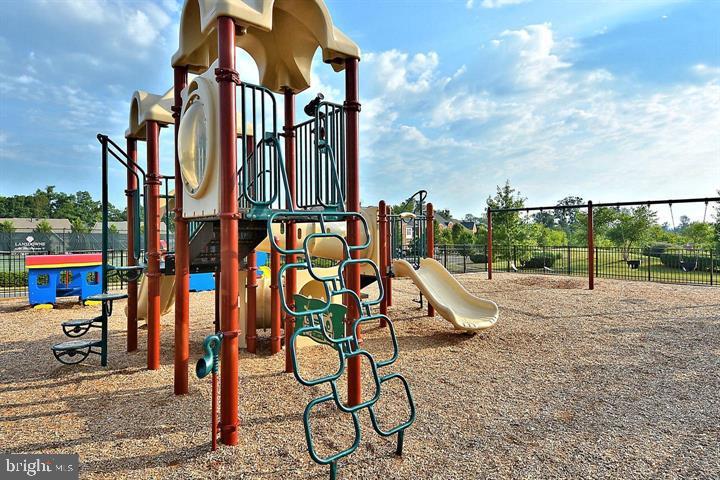 Playground - 43809 LEES MILL SQ, LEESBURG