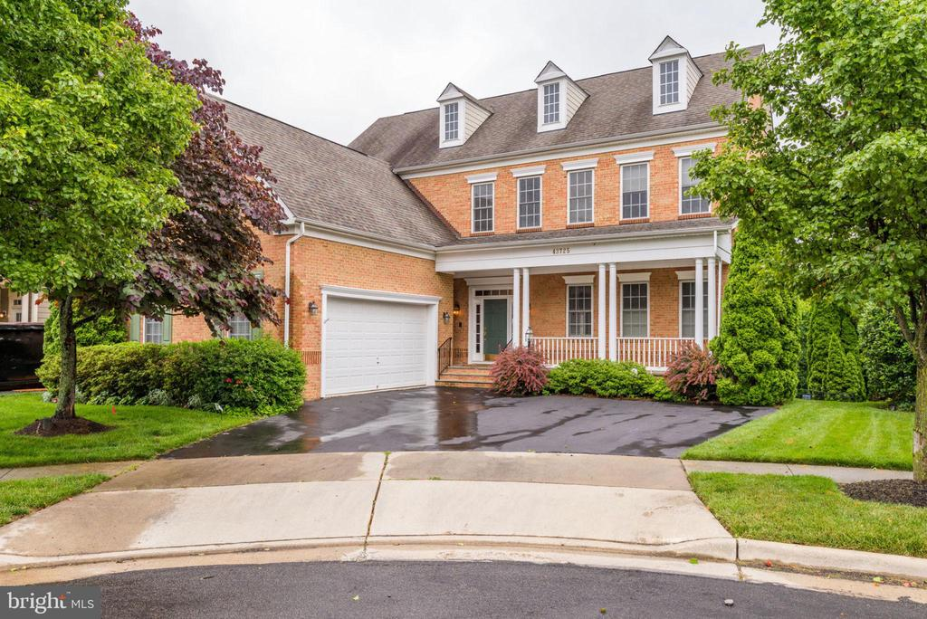 Located in a desirable Lansdowne location - 43725 COLLETT MILL CT, LEESBURG