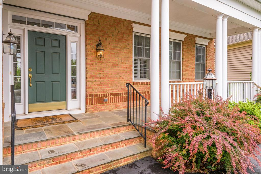 Covered porch for chatting with neighbors - 43725 COLLETT MILL CT, LEESBURG