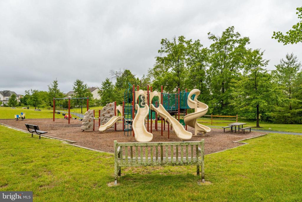 Playground nearby - 43725 COLLETT MILL CT, LEESBURG