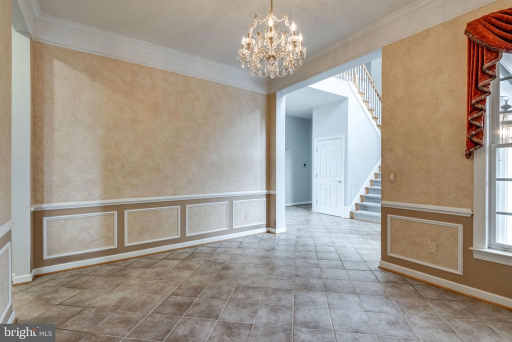 Tile floors and high end finishes - 43725 COLLETT MILL CT, LEESBURG