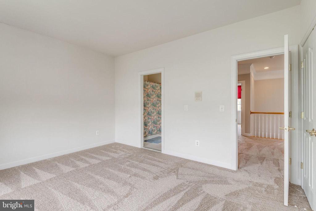Guest bedroom has ensuite bathroom - 43725 COLLETT MILL CT, LEESBURG