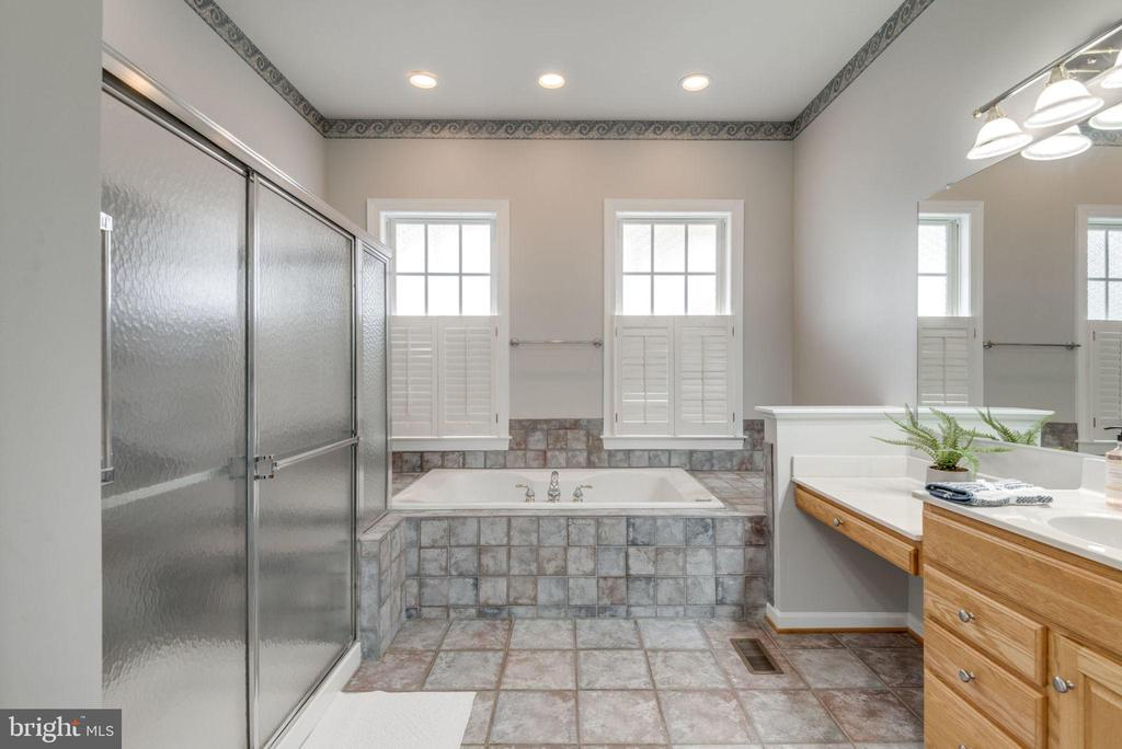 Relax the day away - 43725 COLLETT MILL CT, LEESBURG