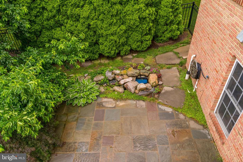 You have your own water feature - 43725 COLLETT MILL CT, LEESBURG