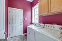 Main level laundry makes things easy - 43725 COLLETT MILL CT, LEESBURG