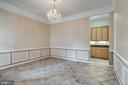 Formal dining room features chair rail - 43725 COLLETT MILL CT, LEESBURG