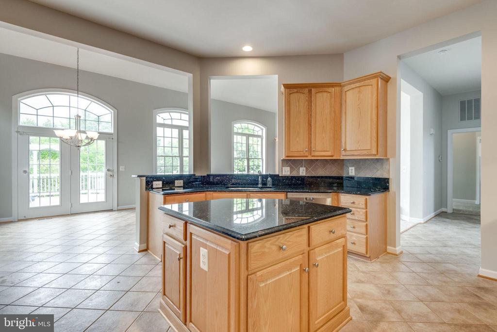 Center island is great extra counter space - 43725 COLLETT MILL CT, LEESBURG