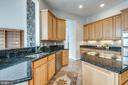 Kitchen looks out to family room - 43725 COLLETT MILL CT, LEESBURG